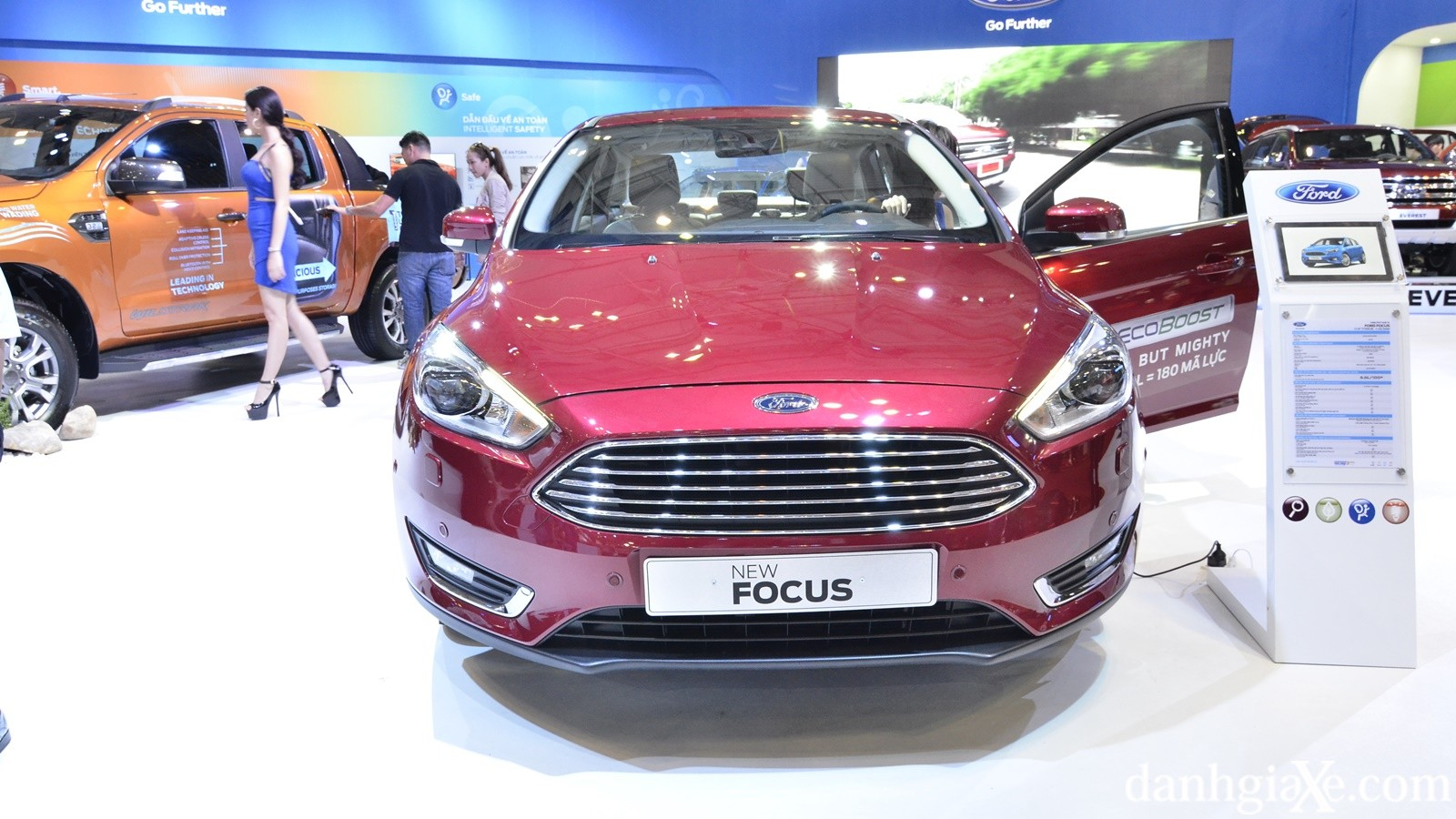 luoi-tan-nhiet-ford-focus-2016