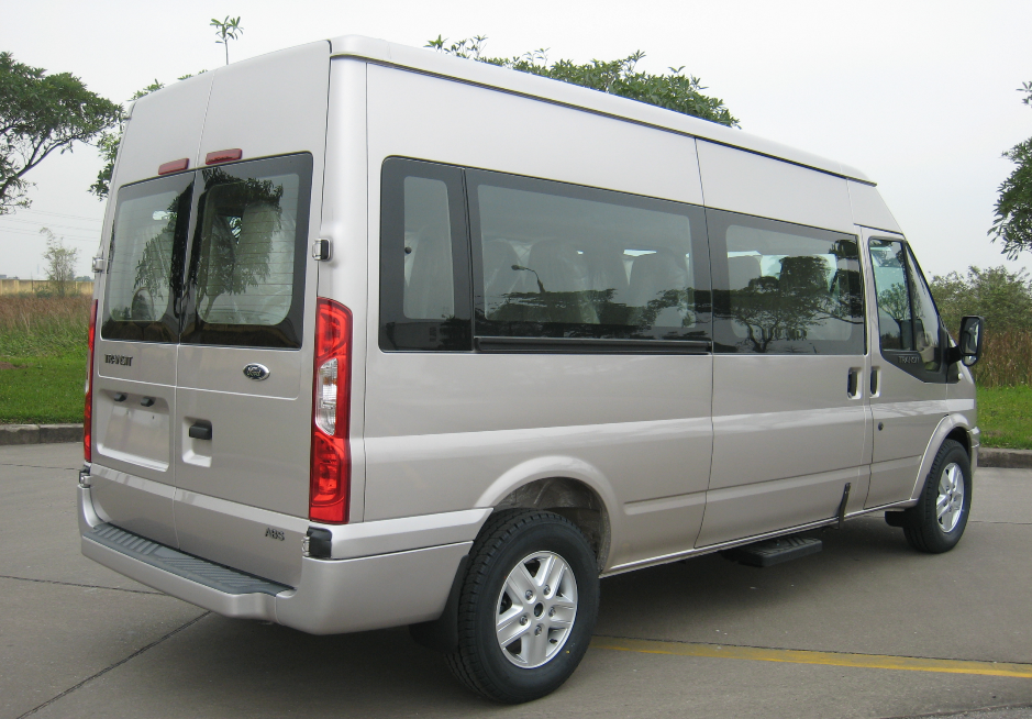 duoi-xe-Ford-Transit-2016